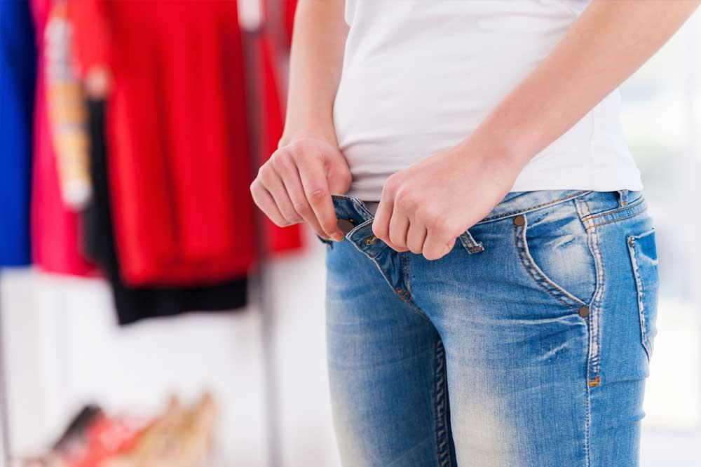 Usar prendas demasiado ajustadas y ropa interior sintética